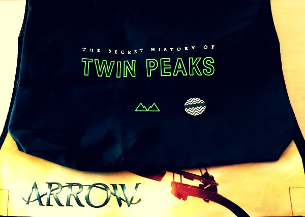 comic con 2016 twin peaks arrow bag